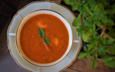 Tomatensuppe mit Basilikum-Grießklößchen