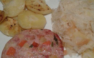 Saumagen mit Sauerkraut und  gebratenen Pastinaken